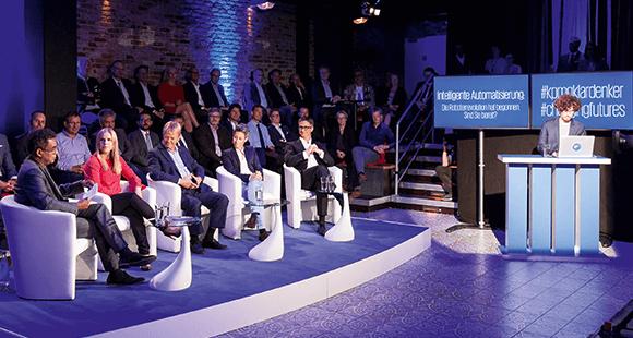 """Klartext: Diskussionspanel zum Thema """"Intelligente Automatisierung"""" im Hamburger Szene-Theater """"Schmidtchen""""."""