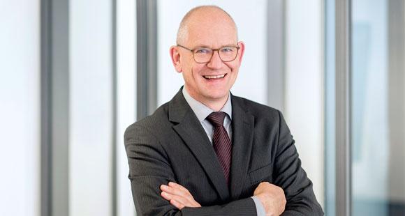 Der 55-Jährige ist seit 2017 Vorstandsvorsitzender der TÜV NORD AG