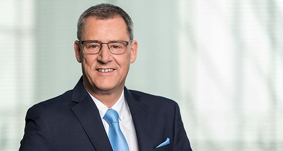 """Andreas Oppitz arbeitet seit 2006 in Vorstands- und Geschäftsführungsfunktionen bei ALBIS Leasing. Deren Fokus liegt auf der Finanzierung von """"Mobilien"""", etwa Maschinen"""