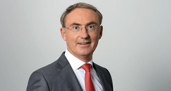 Christoph Straub ist seit Sommer 2011 Vorstandsvorsitzender der BARMER. Auch zuvor war der Mediziner in der Gesundheitsbranche aktiv, etwa von 2009 bis 2011 als Vorstand der Rhön Klinikum AG.