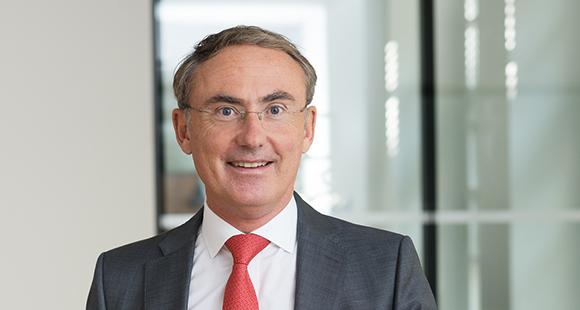 Prof. Dr. Christoph Straub ist seit Sommer 2011 Vorstandsvorsitzender der BARMER