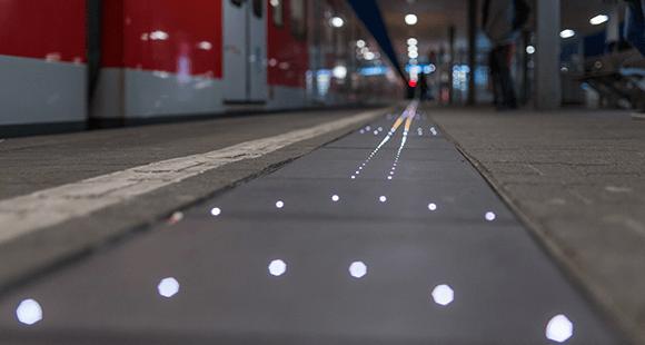 Leuchtender Bahnsteig: Die Lichter sollen das Einsteigen beschleunigen – zunächst nur in Bad Cannstatt