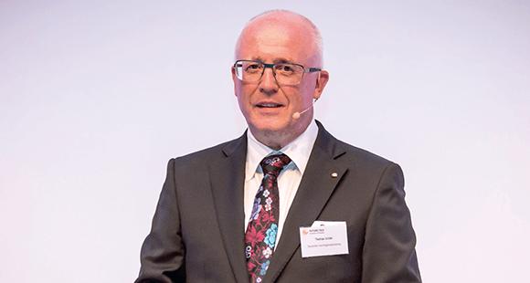 Thomas Grüter ist als Direktionsleiter bei der Vermögunngsberatung mit seinem Team auf die Betreuung von Unternehmenskunden spezialisiert.
