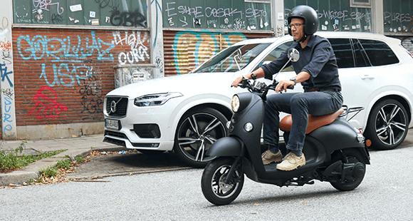 Die Parkplatzsuche ist mit dem Unu in der Großstadt kein Problem – anders als mit dem Auto.