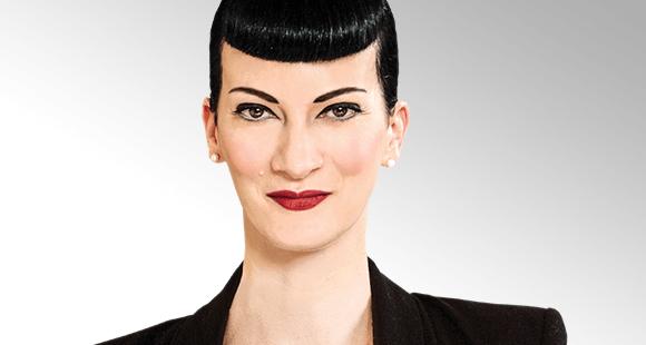 Suzanne Grieger-Langer ist Diplom-Pädagogin, Autorin und Lehrbeauftragte sowie seit 1993 Unternehmerin. Als Business-Profilerin hilft sie Unternehmen bei der Auswahl der richtigen Bewerber – indem sie anhand von Personendaten und Verhaltensweisen Profile e