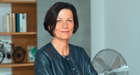 Marion Rövekamp ist seit 2018 Vorständin für Personal und Recht beim Energie- und Telekommunikationsunternehmen EWE