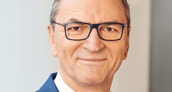 Mathias Scheuber ist seit 2018 Vorstandsvorsitzender der ERGO Versicherung. Zuvor war der Verwaltungswissenschaftler 35 Jahre für die Allianz tätig