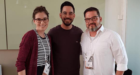 Mike Shinoda: Der digitale Rockstar, Künstler und Unternehmer im Gespräch mit den DUB UNTERNEHMER-Redakteuren Felicitas Daxner und Thomas Eilrich.