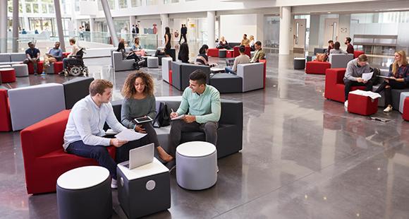 Jederzeit mobil: Offene Räume, freie Platzwahl, mobile Endgeräte. Der moderne Arbeitsplatz bietet größtmögliche Flexibilität und Freiräume