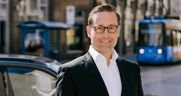 Sebastian Hofelich: Der CEO des Carsharing-Anbieters DriveNow will das Henne-Ei-Problem bei Elektroautos lösen.