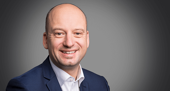 Thorsten Hanisch verantwortet bei Arvato CRM Solutions branchenübergreifend das CRM-Lösungsportfolio, das Produktmanagement und die Beratung im Rahmen der digitalen Transformation der Kundeninteraktion