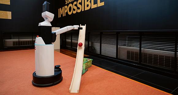 """Mehr Freiheit: Der """"Human Support Robot"""" unterstützt Menschen, die Hilfe benötigen"""