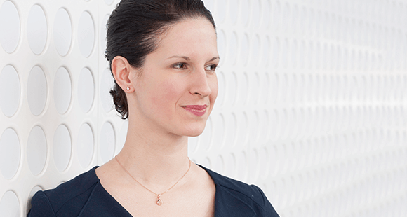 Veronika Bunk-Sanderson ist Director Communications and Investor Relations